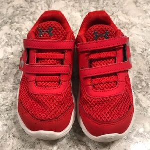 Toddler boy's Under Armour tennis shoes